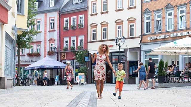 Innenstadt Mutter mit Kind