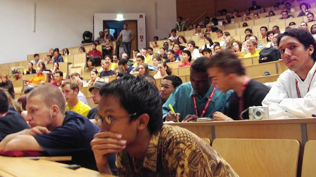 Studenten im Audimax der TU Ilmenau