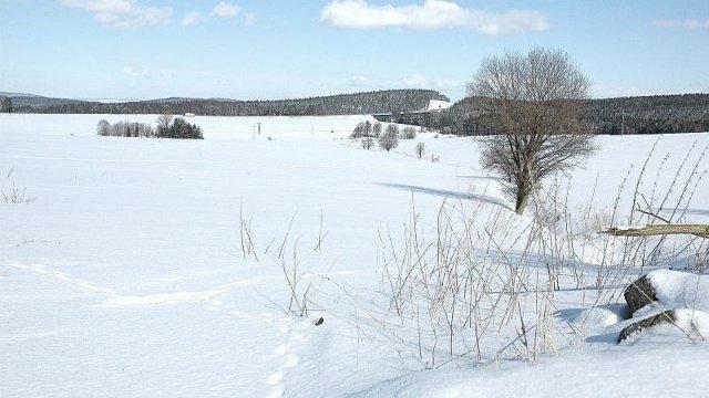 Blick über verschneite Wiesen zur A71 (2), Foto: Horst Bradsch