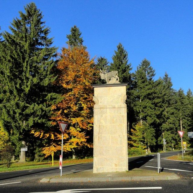 Frauenwald - Monument mit Hirsch