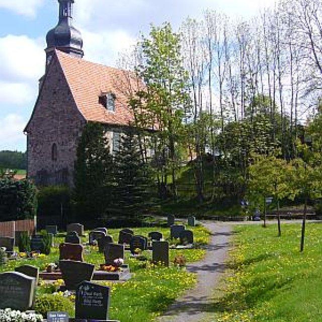 Friedhof in Roda im Frühling