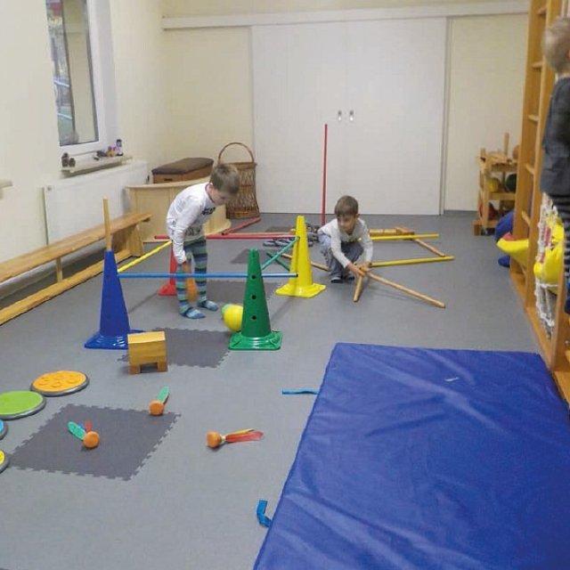 Kindergarten Hüttengrund - Der Bewegungsraum bietet viele Möglichkeiten