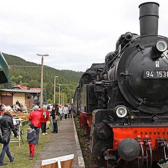 Manebach, Dampflok am Bahnhof