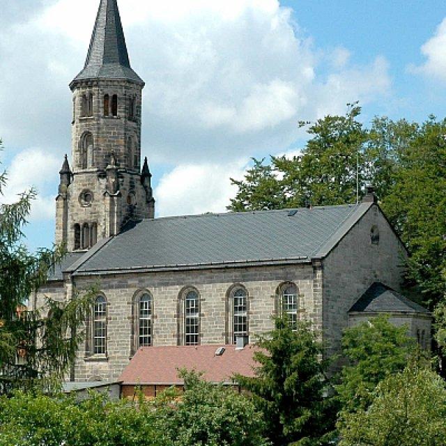Kirche im Sommer