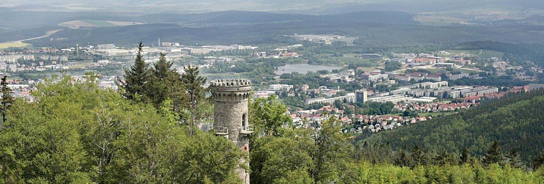 Panoramablick auf Ilmenau mit Kickelhahnturm