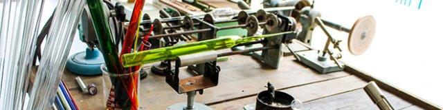 Glasausstellung Werkzeuge eines Glasbläsers (schmal)