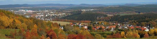 Blick über Oehrenstock Richtung Ilmenau im Herbst
