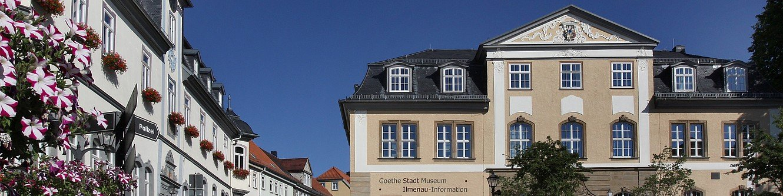 Rathaus und Amtshaus im Sommer