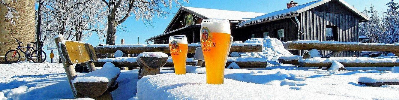 Auf dem Kickelhahn im Winter - mit kühlem Bier
