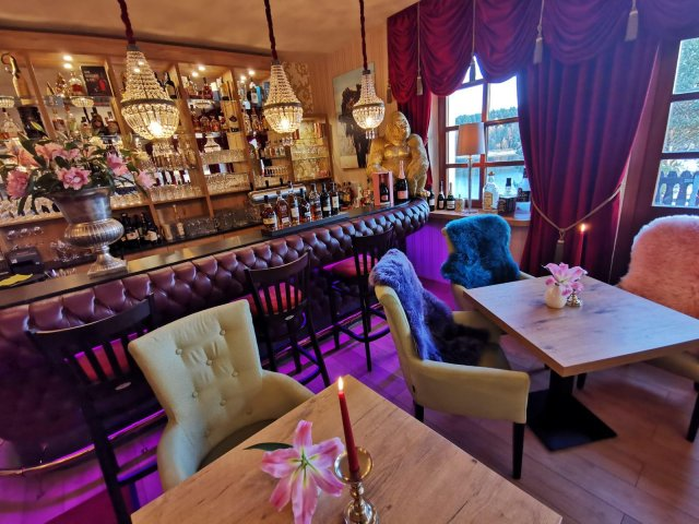 Riverdam Hotel & Steakhouse Restaurant