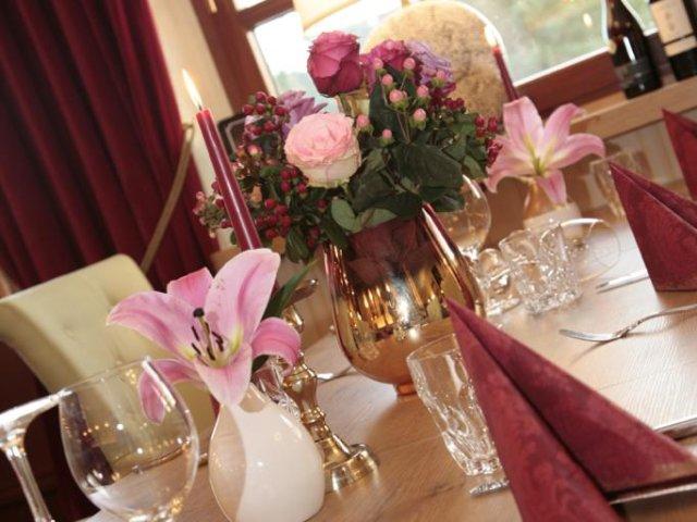 Riverdam Hotel & Steakhouse Tisch
