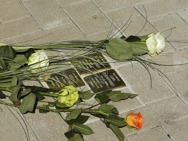 Verlegung der Stolpersteine im Jahr 2007 - im Gedenken an Familie Eichenbronner