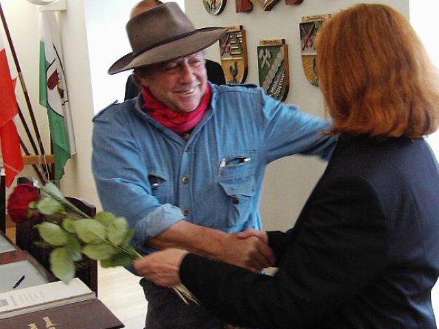 Verlegung der Stolpersteine im Jahr 2010 - Gunter Demnig mit Hannelore Nastoll