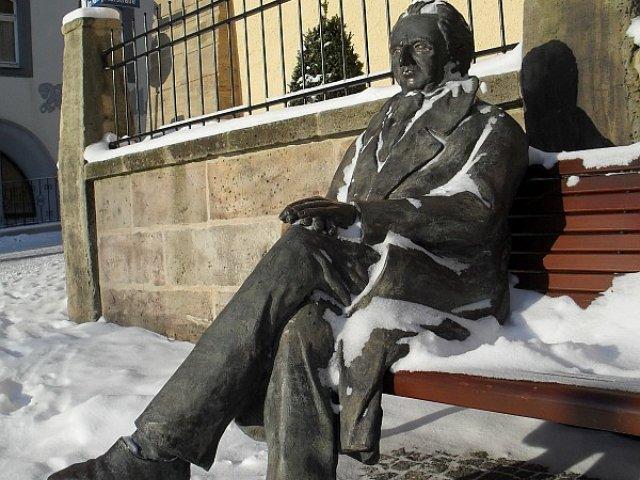 Goethe vorm Amtshaus im Winter