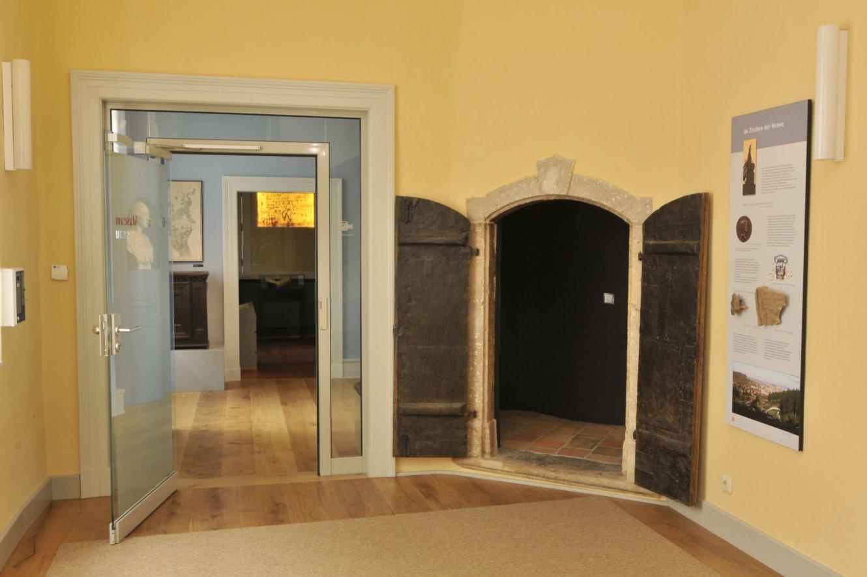 Eingang und Schatzkammer