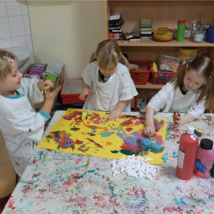 Kindergarten Hüttengrund - beim kreativen Gestalten