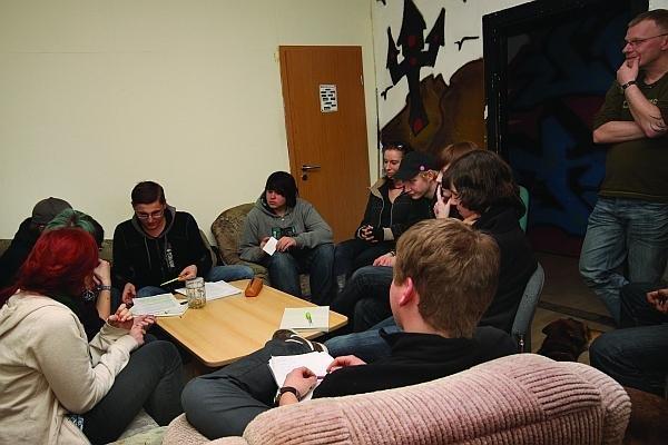 Treffen im Jugendhaus Schatoh vor der Gründung des  Kinder- und Jugendbeirates