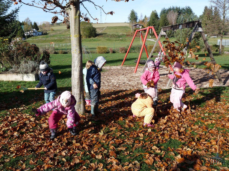 Kita Pfiffikus Symbolbild Konzept Herbst